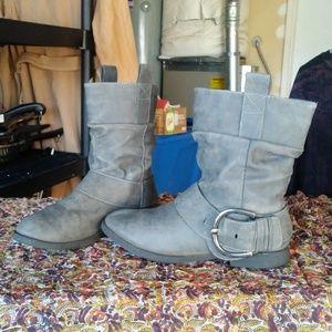 Shoes - Sz 8.5 gray boots